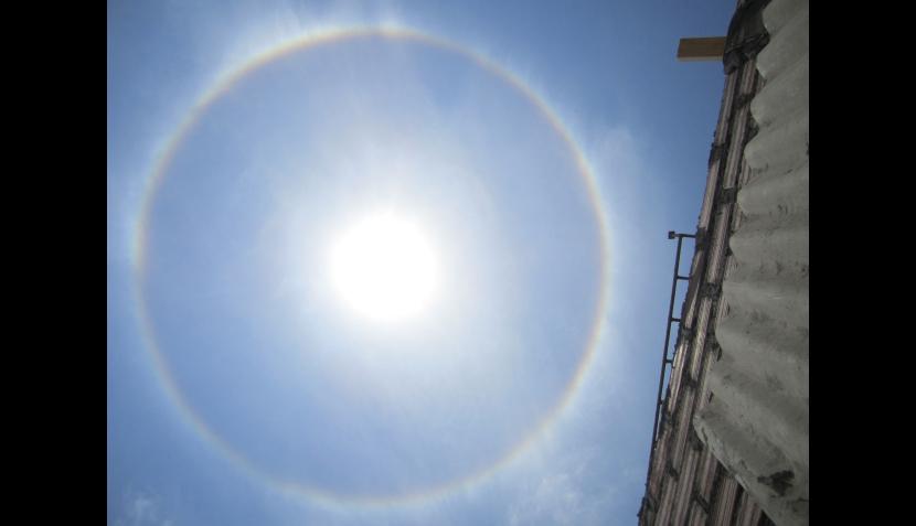 Halo solar apreciado en Lima (28/01/2012)