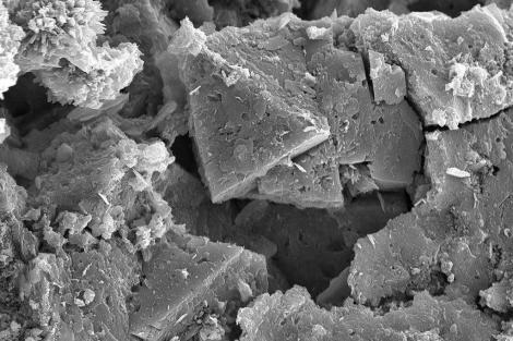 Descubren en una cueva de Cantabria un mineral desconocido hasta ahora