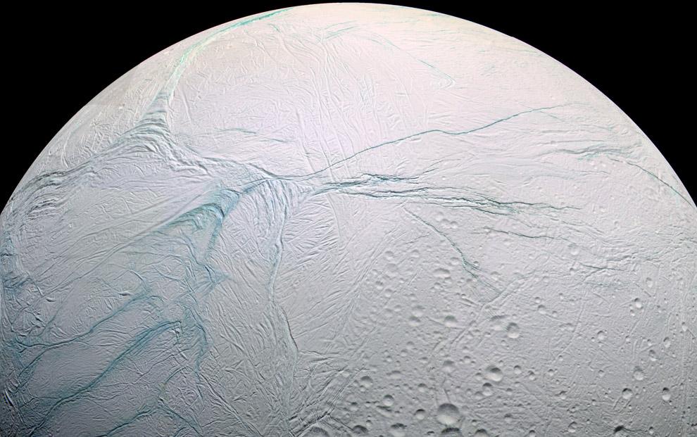 El océano luminoso de Encélado