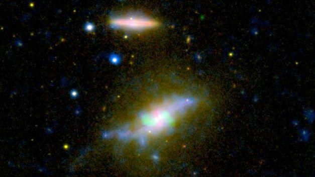 galaxia-NGC-pasando-espiral-eliptica