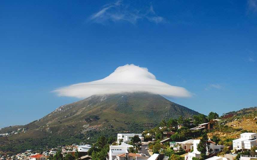 nube-forma-de-ovni