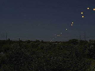 Divisan decenas de OVNIS en la frontera de India y China