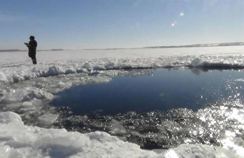 Gran meteorito cae en Rusia y deja al menos mil heridos