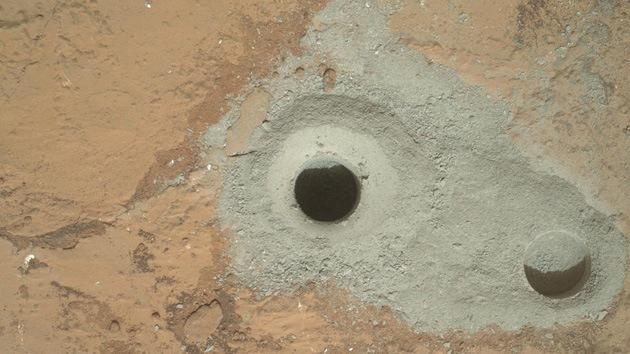 El robot explorador Curiosity ha recogido su primera muestra del interior de una roca marciana, según informó este sábado la NASA.