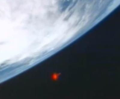 OVNI rojizo cerca de la Estación Espacial Internacional