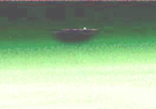 Enorme objeto volador desconocido sobre la Tierra