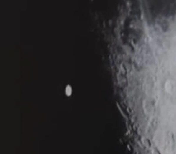 ¿Disco gigante sobre la Luna?