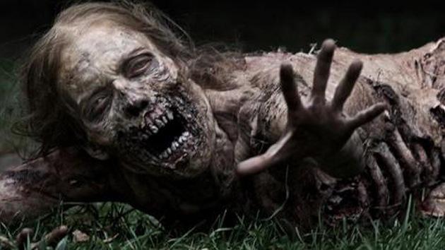 Un hombre se 'convierte' en zombie por una extraña enfermedad  Texto completo en: http://actualidad.rt.com/ciencias/view/95637-britanico-rara-enfermedad-convierte-zombie