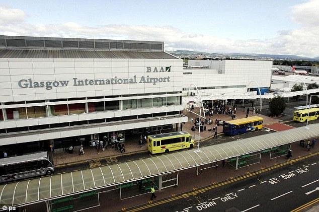 Aeropuerto de Glasgow, el avión se encontraba a 13 Km de aquí, cuando estuvo a segundos de colisionar con el OVNI