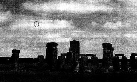 """Un avistamiento reportado de un """"OVNI"""" cerca de Stonehenge, Wiltshire"""