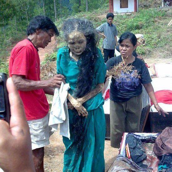 Supuesta mujer zombie en Toraja