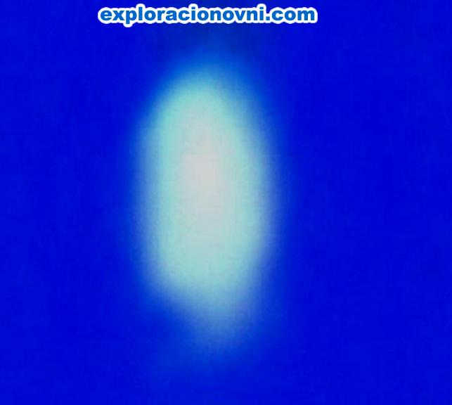 Alterando el brillo y contaste de la imagen podemos apreciar que aquel - digámosle objeto -  posee luminosidad propia