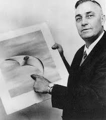 OVNI avistado por Kenneth Arnold en 1952. se asemeja algo a la anomalía presente en la anterior imagen.