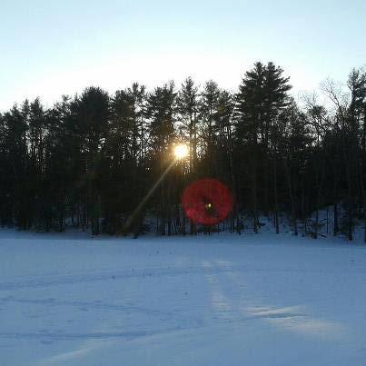 Otra imagen tomada de Internet, muestra como el reflejo puede ser causado al tomar una fotografía apuntando al Sol. Miren el reflejo muy similar al que rodea las esferas de las fotografías de Badajoz