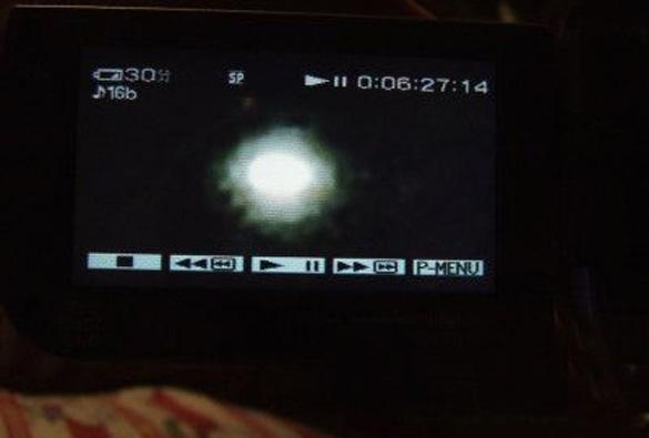 Imagen fija del OVNI, tomada del OVNI (Crédito: NOWnews.com)