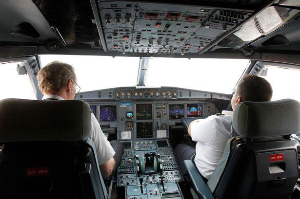 Piloto de línea aérea evita colisionar con OVNI