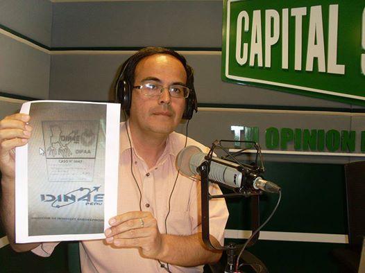 Mario Zegarra mostrando evidencia de la existencia del caso OVNI 0007 - La Joya