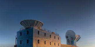 El Laboratorio Dark Sector, a un kilómetro del polo sur, aloja el telescopio BICEP2 (izquierda) responsable de la detección del eco del Big Bang en forma de ondas gravitacionales / Steffen Richter, Harvard University