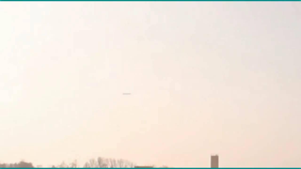 OVNI en forma de cigarro filmado sobre Ucrania