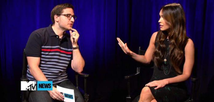 Megan Fox defendiendo su creencia en los OVNIs.