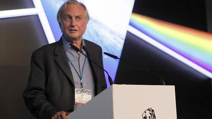 """Dawkins afirma que """"si hubiera vida extraterrestre, cambiaría la visión humanocéntrica del mundo"""""""