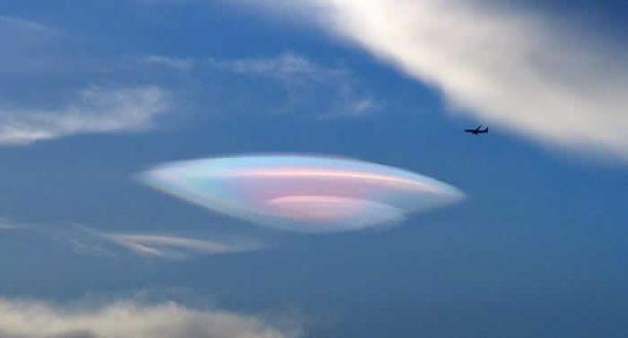 ¿Camuflaje OVNI? Avistamiento desde avión comercial es confirmado por la tripulación