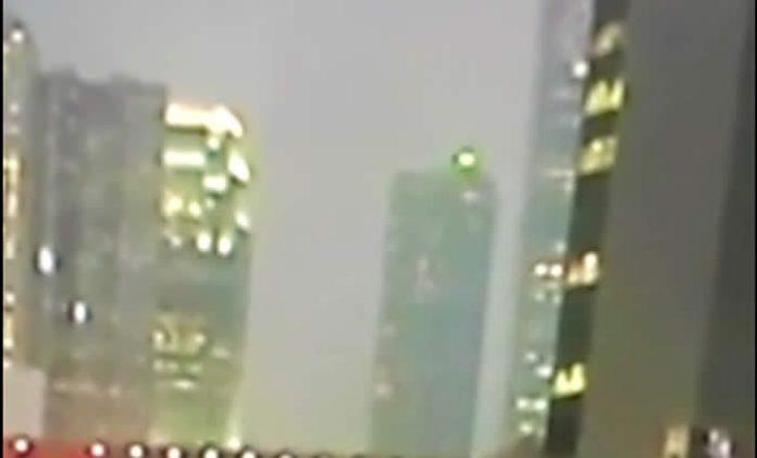 Vídeo: Extraño objeto luminoso es captado en vídeo durante transmisión de la BBC