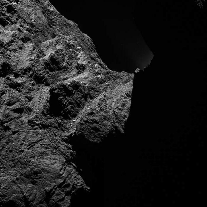 El lado Oscuro del cometa 67P / Churyumov-Gerasimenko. El 12 de noviembre se posará sobre él el módulo de aterrizaje Philae (de Rosetta).