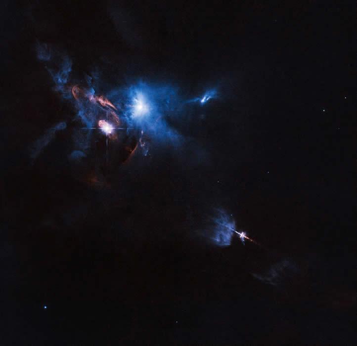 Esta imagen fue tomada por el telescopio espacial Hubble de NASA/ESA y muestra la tumultuosa región en la que se encuentra HL Tauri, una joven estrella rodeada por un disco protoplanetario. Crédito: ESA/Hubble and NASA