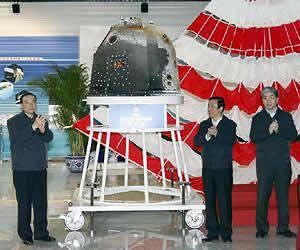 Ceremonia de entrega de la cápsula de retorno del orbitador lunar no tripulado de China, en Beijing el pasado 2 de noviembre. Fuente:  Xinhua y Shen Bohan