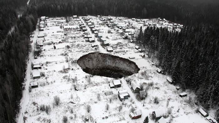 Aparece un enorme agujero en Rusia