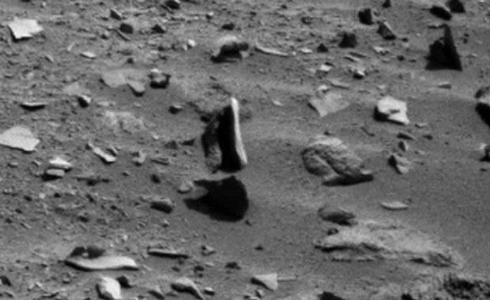 La roca levitando en Marte posiblemente sea un efecto óptico. Crédito: NASA