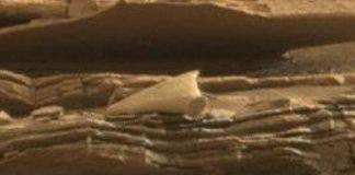 La forma y estructura del objeto difiere un poco del terreno que lo rodea. Crédito: NASA