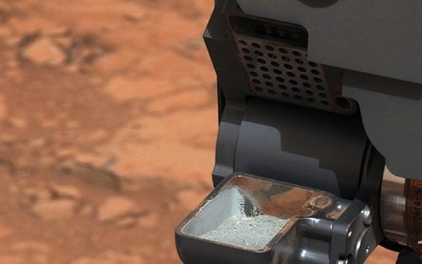 Muestra de polvo de roca extraída por el taladro del rover Curiosity.