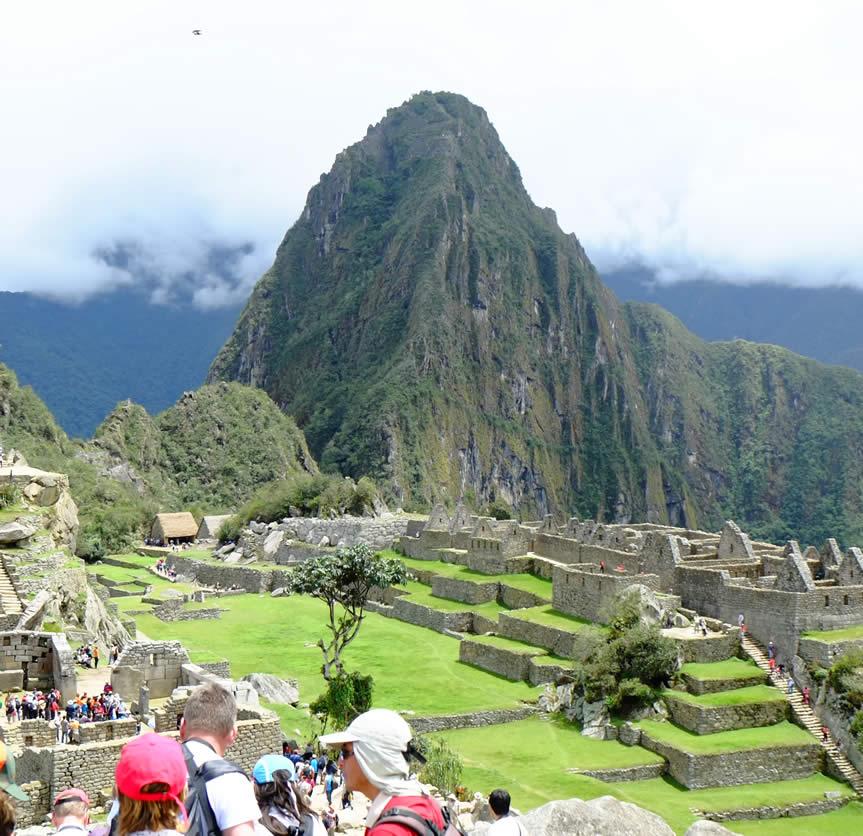 Imagen 3. Fotografía que muestra objeto anómalo sobre Machu Picchu.