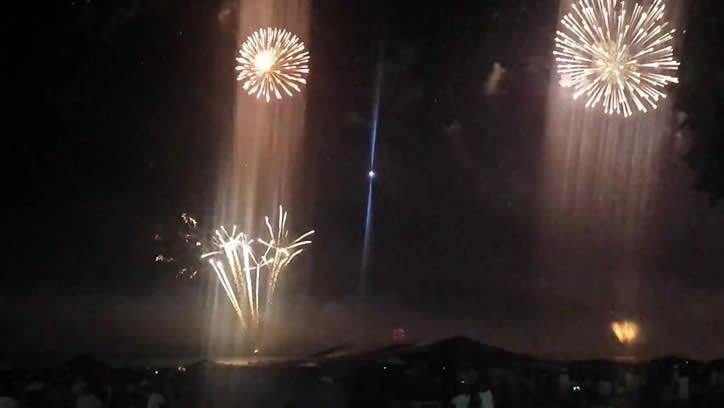 Extraña luz es capturada en vídeo en víspera de año nuevo sobre Brasil.