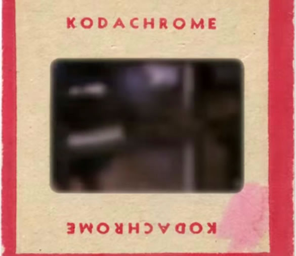 Escena del documental KODACHROME donde la imagen es distorsionada para no lograr ver al supuesto extraterrestre.
