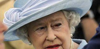 Isabel II es la actual monarca y jefa de estado de dieciséis Estados soberanos conocidos como Reinos de la Mancomunidad de Naciones.
