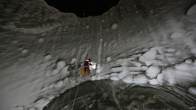 Los científicos exploraron el cráter que hallaron más recientemente.