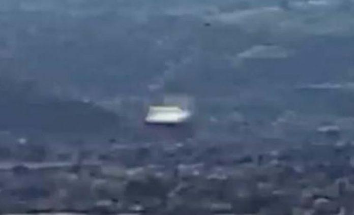 Vídeo en 4K de un objeto volador desconocido a gran velocidad.