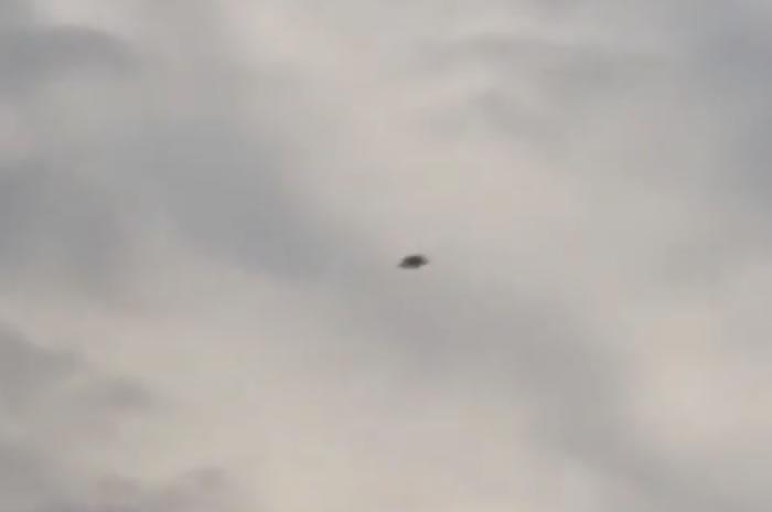 Objeto volador anómalo es captado sobre Medellín, Colombia.