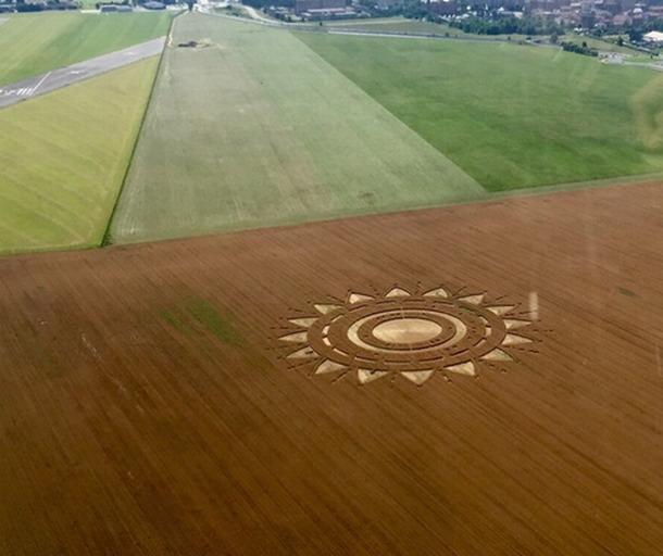 Otra toma del Crop Circle reportado el 23 de junio del 2015 cerca de Poirino, Turín, Italia.