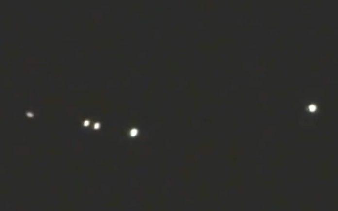 Luces en formación fueron grabadas sobre la ciudad de Tarma, Perú
