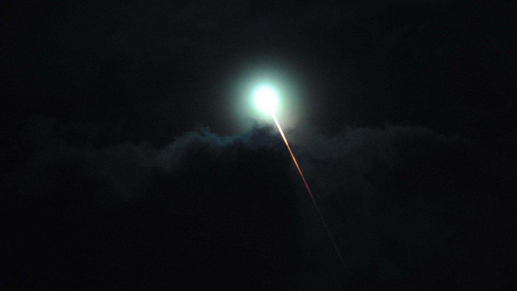 Extraño fenómeno luminoso cruzó el cielo de varias ciudades de Argentina y Uruguay. Fecha: 30 de julio 2015.