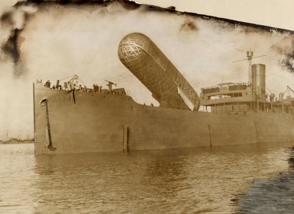 Una vista de la HMS Canning y su globo de observación. Crédito: National Geographic.