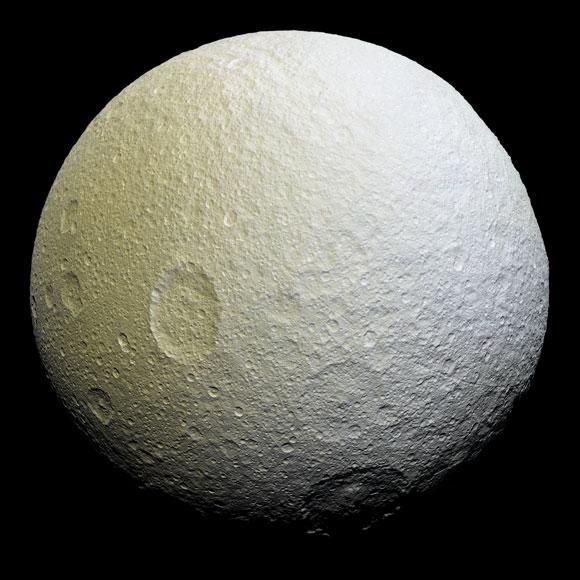 Tetis, una de las lunas de Saturno.