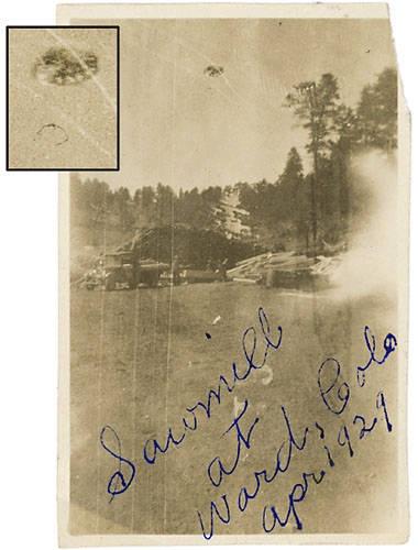 Fotografía tomada en Ward, Colorado, EE.UU. El padre del propietario de la imagen pudo ver un objeto sobre ello acompaño de un sonido atronador.