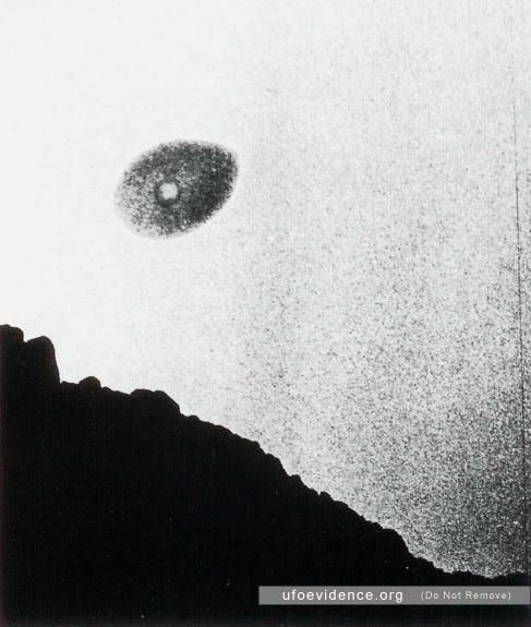 Fotografía tomada el día 17 de mayo de 1958 en Giant Rock, California, EE.UU. Se utilizó una película infrarroja.