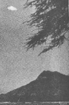 Fotografía tomada el día 18 de junio de 1959 en Waikiki, Hawaii por Joseph Sigel de Bellevue.