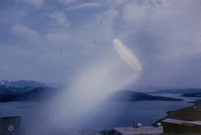 Fotografía tomada en Noruega en 1957. Fue catalogada como un lens flare por un laboratorio.